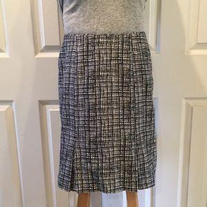 Stunning Black & White WH/BM Skirt Size 4